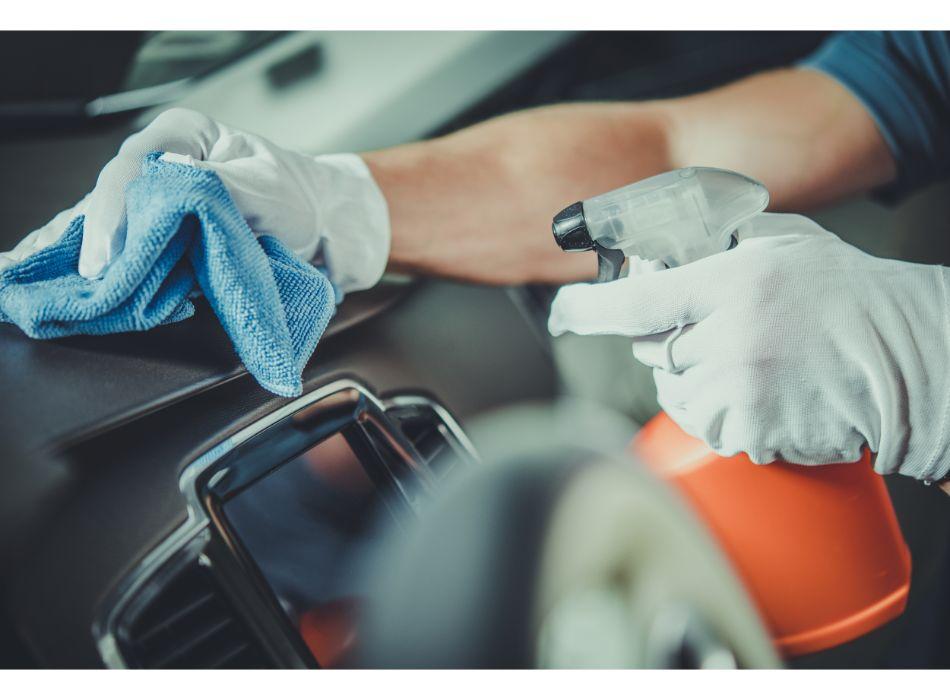 limpiar-salpicadero-coche